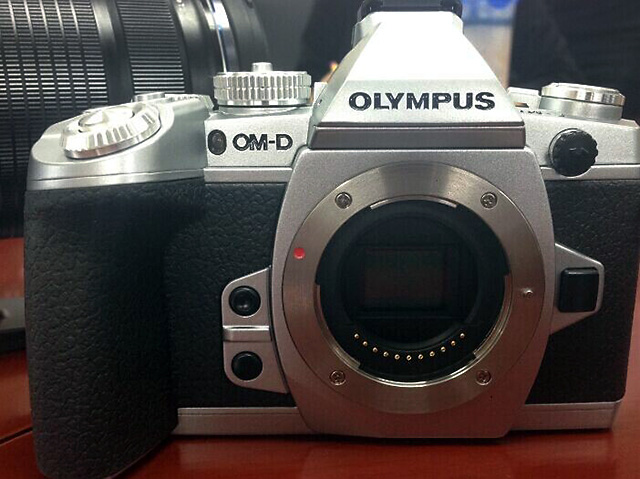 OM-D E-M1 シルバーエディションのリーク画像!