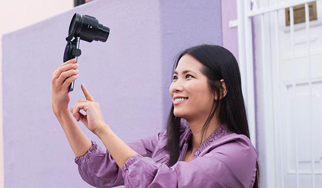 30倍ズームのレンズスタイルカメラ「QX30」