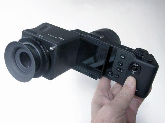 SIGMA LCD ビューファインダー LVF-01 レビュー「視野率も充分、眼鏡をかけたままでも眼をずらすことなく画面の周囲までよく見渡せる」
