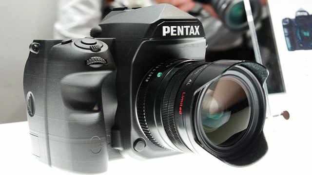 ペンタックス フルサイズ機は「超解像フルサイズ」!?そして意外に小さい!!