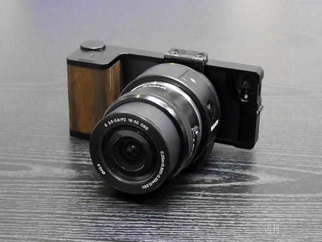 ソニーQXシリーズ+iPhone用クラッシクカメラ風ケース「Sony QX Bracket for iPhone」