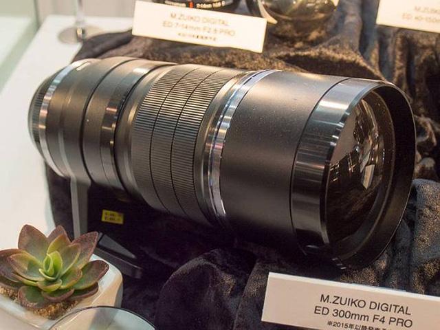 オリンパス「M.ZUIKO DIGITAL ED 300mm F4 PRO」は11月15日に出荷!?
