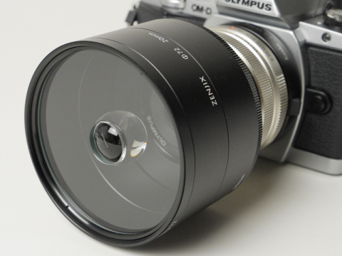 宙玉レンズ「soratama 72」レビュー。「鏡胴部分も完成品とすることで、カメラのレンズにスマートに付けられる」