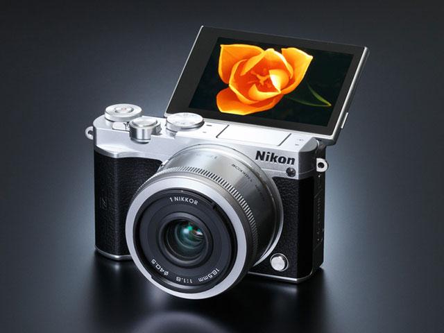 ニコン Nikon 1 J5 レビュー「携帯性と高速性のメリットを維持しながら、液晶チルトと操作のブラッシュアップによって、より使い勝手のいいカメラに進化」