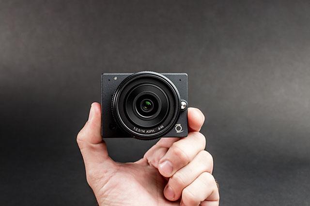 世界最小レンズ交換式マイクロフォーサーズカメラ「Z Camera E1」