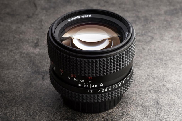 「Tominon 55mm F1.2」を復刻。木下光学「Kistar 55mm F1.2」。