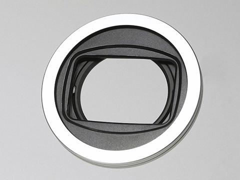 引っ張ると開くレンズキャップ。Freemod「X-CAP2 46mm」