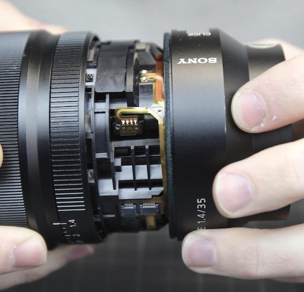 ソニー Distagon T* FE 35mm F1.4 ZA の分解方法。