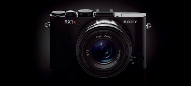 Sony RX1RII shipment delay in Japan. Autofocus issues? | sonyalpharumors http://www.sonyalpharumors.com/sony-rx1rii-production-halted/ ● sonyalpharumorsに、ソニーRX1R IIの発売延期理由の噂が掲載されています。 ソニーが日本でRX1R IIの出荷開始を延期すること発表した。 匿名のソースが私に言った。 RX1R IIの生産が止まった理由は、AFの不具合だ。 とのこと ソニー デジタルスチルカメラ「RX1RM2」SONY Cyber-shot(サイバーショット) RX1RMII DSC-RX1RM2 どれだけ信憑性のある話かは謎ですね。しかし、RX1R IIは、既に発売済みのα7R IIと同じ399点の像面位相差AFセンサーで「ファストハイブリッドAF」なので、AF周りで不具合とか少なそうな気がするんですけどねえ。もしかしたら、新機能のローパス効果調節機能とかが関係してるのかなあ。