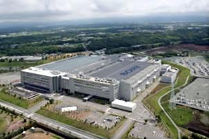 ソニー熊本センサー工場の現状報告。低層階のウェーハ工程は5月21日より順次再開。高層階の測定工程、組立工程などは、5月中旬より段階的に稼動を再開している模様。