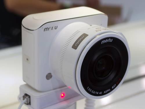 Meitu 小型マイクロフォーサーズ機「BF1」