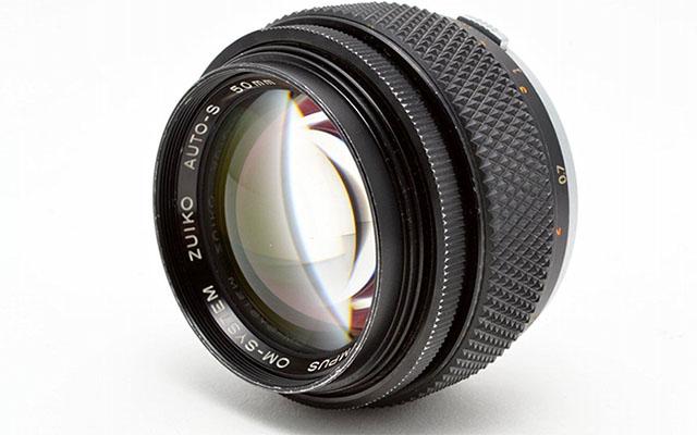 オリンパス新F1.2単焦点レンズシリーズの「25mm F1.2 Zuiko PRO」以外に、もう1本のF1.2が今年発表される