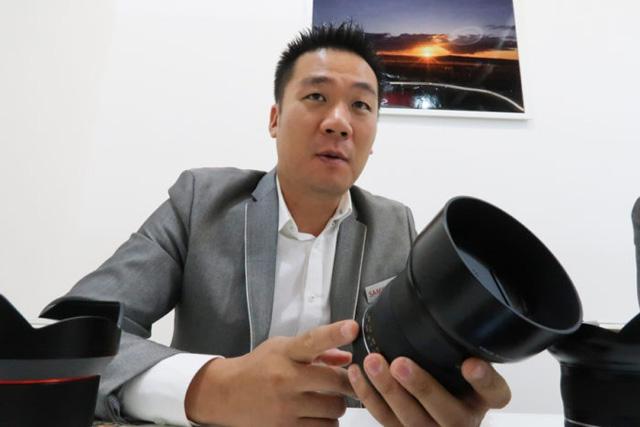 SamyangがマイクロフォーザーズとXマウント用のAFレンズを開発