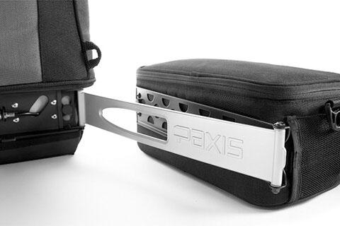 背負ったままでカメラを出し入れ可能な、リュックタイプのカメラバック「PAXISバックパック」