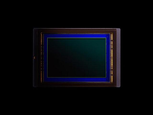 ニコン一眼レフ機のセンサーメーカーのリスト。D500はソニー製だった模様。