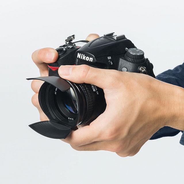 サンワのカメラレンズキャップ(フード機能・ワンタッチ・折りたたみ可能)52mmと58mm径をラインナップ