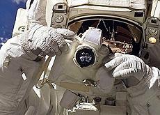 NASAがニコンD5を国際宇宙ステーションへ打ち上げられた模様。
