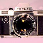 フィルム一眼レフカメラ「REFLEX」は、デジタルバックの使用も考慮して開発されていた模様。