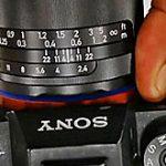 ツァイス Loxia 2.4/25 のリーク画像。