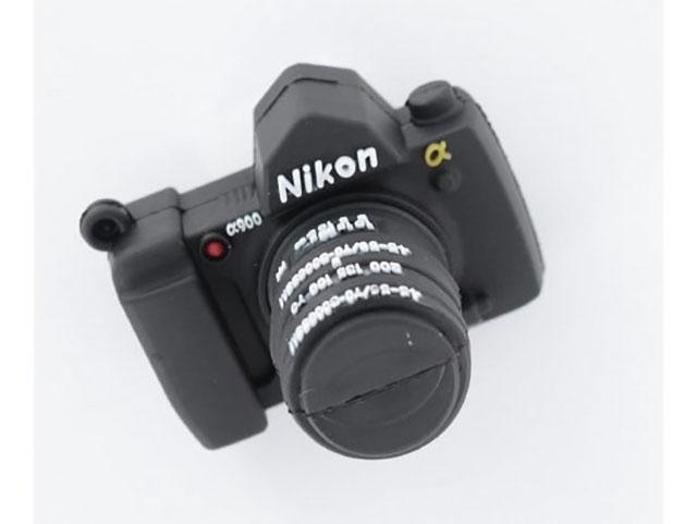 ニコンのフルサイズミラーレスは、AFポイントが430~450点で、X-H1ように上面にサブ液晶モニターを搭載する!?
