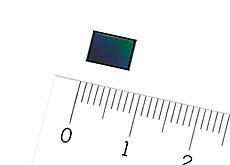 ソニーがスマホ用4800万画素の高画素センサーを発表。暗所では画素ピッチを広げ1200万画素センサーとして低ノイズを実現する模様。