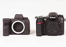 ニコンのフルサイズミラーレスとD7000のサイズ比較。