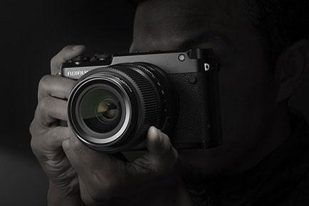 レンジファインダースタイル中判ミラーレスカメラ「GFX 50R」