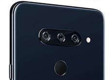 LGのトリプルカメラスマホ「V40 ThinQ」は、広角、標準、望遠レンズを搭載。