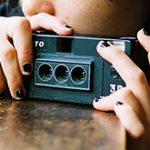 流行の3D画像っぽいGIFアニメを作れる、3眼フィルムカメラ「RETO3D」。