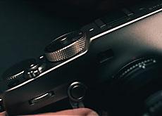 富士フイルムの「FUJIFILM X-Pro3 DRシルバー」が予約殺到で生産が追いつかない模様。