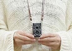 ケンコー・トキナーが、超小型二眼レフ風デジカメ「トイカメラ PIENIFLEX」