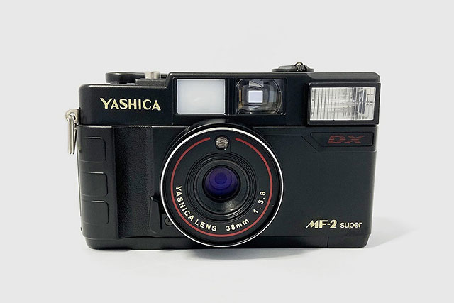 ヤシカのフィルムカメラ「YASHICA MF-2 Super」