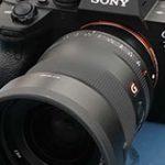 ソニーの「FE 35mm F1.4 GM」がニコン「Z7 II」のレビュー動画に写り込んでいた模様。